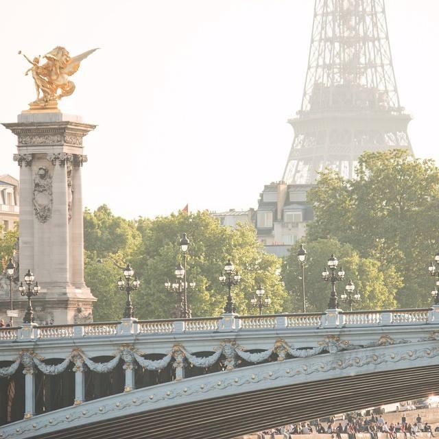 Paris Architecture – Swags